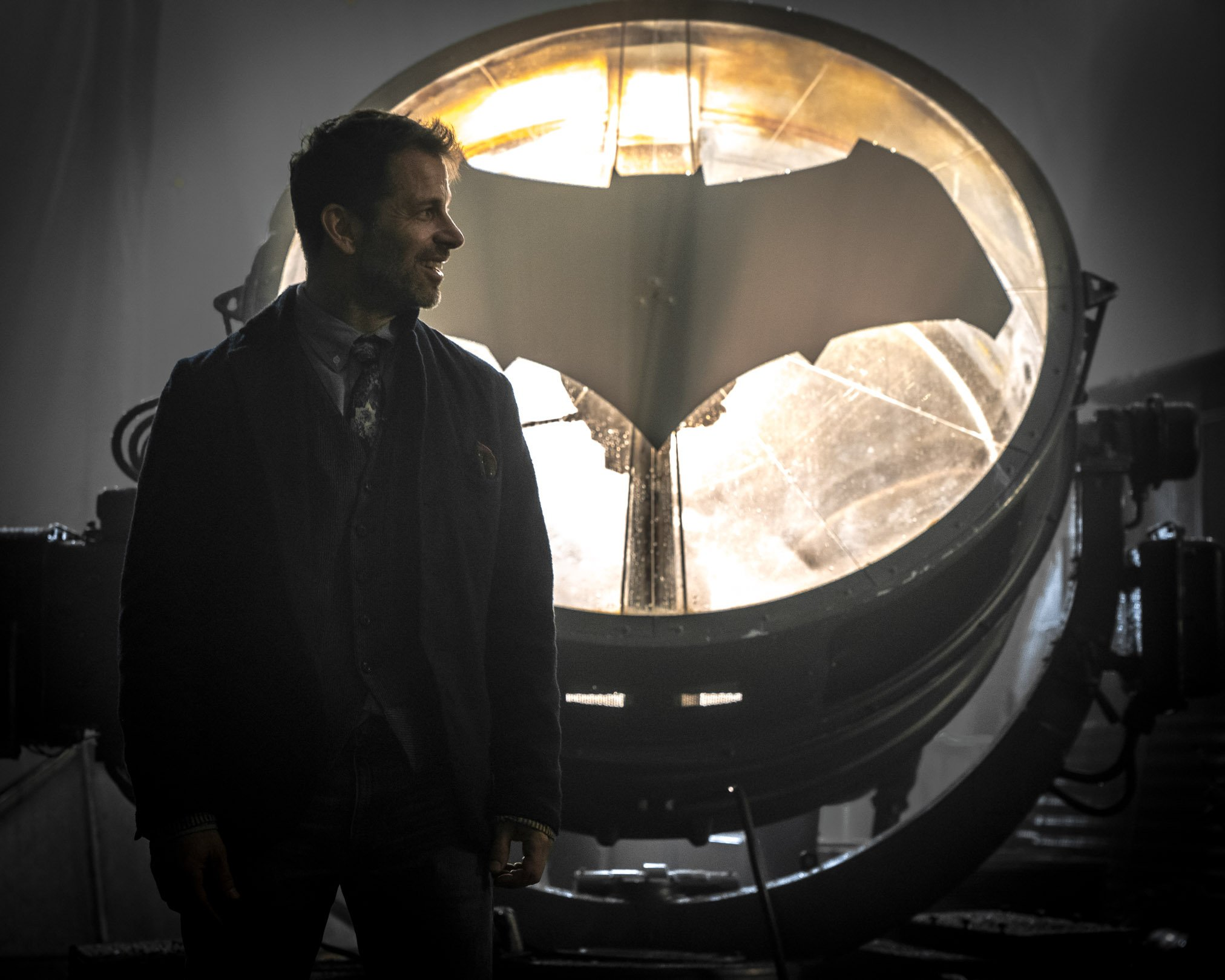 Zack Snyder Shares Look At Batsignal And Jim Gordon